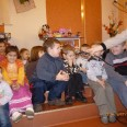 2/4 - Legnica: dzieci obdarowane, zadowolone, szczęśliwe