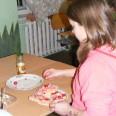 Według danych GUS w skrajnym ubóstwie żyje w Polsce co dziesiąte dziecko. Oznacza to m.in. problemem niedożywienia.