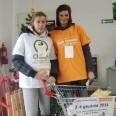 Wolontariusze ChSCh z Sońska włączają się m.in. w zbiórki żywności organizowane przez Bank Żywności w Ciechanowie