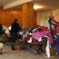 1/2 - Sucha Beskidzka: dwie tony ubrań i żywność dla potrzebujących