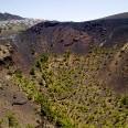 Krater wulkanu San Antonio na La Palmie. Uznawany za najbardziej malowniczy na wyspie. Widać zeń latarnię morską i rafinerię soli morskiej.
