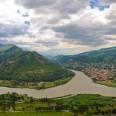 Mtskheta, starożytne miasto i dawna stolica Gruzji. Leży u zbiegu rzek Mtkvari i Aragvi, niedaleko Tbilisi.